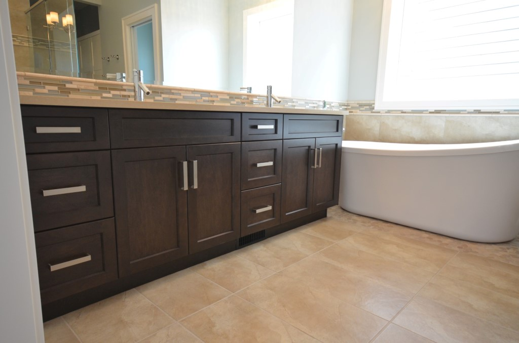Marr tech kitchens ltd bathroom photography abbotsford for Bc kitchen cabinets